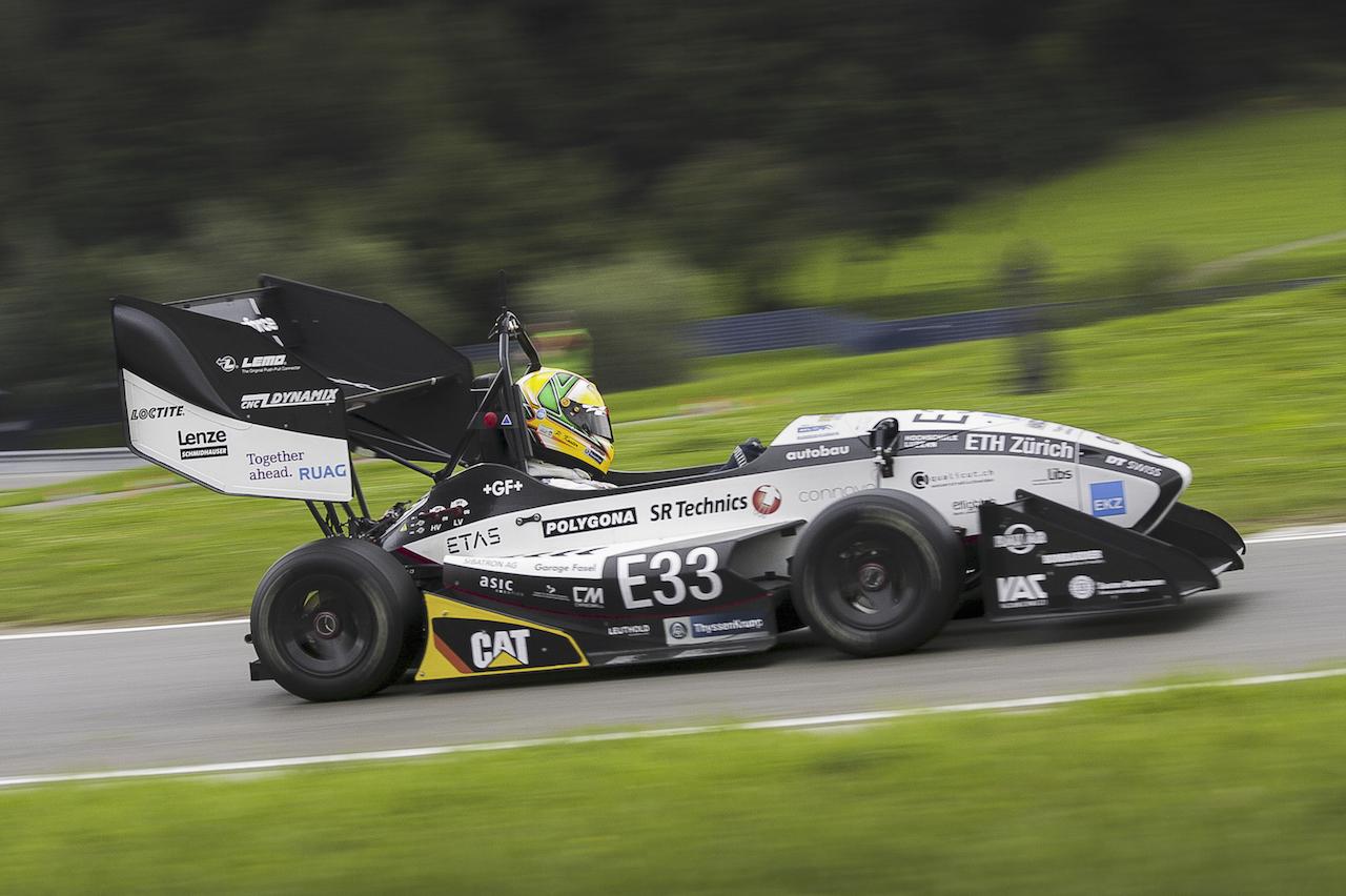 Studenti svizzeri hanno messo a punto l'auto elettrica più veloce al mondo nell'accelerazione da 0 a 100 km:h.